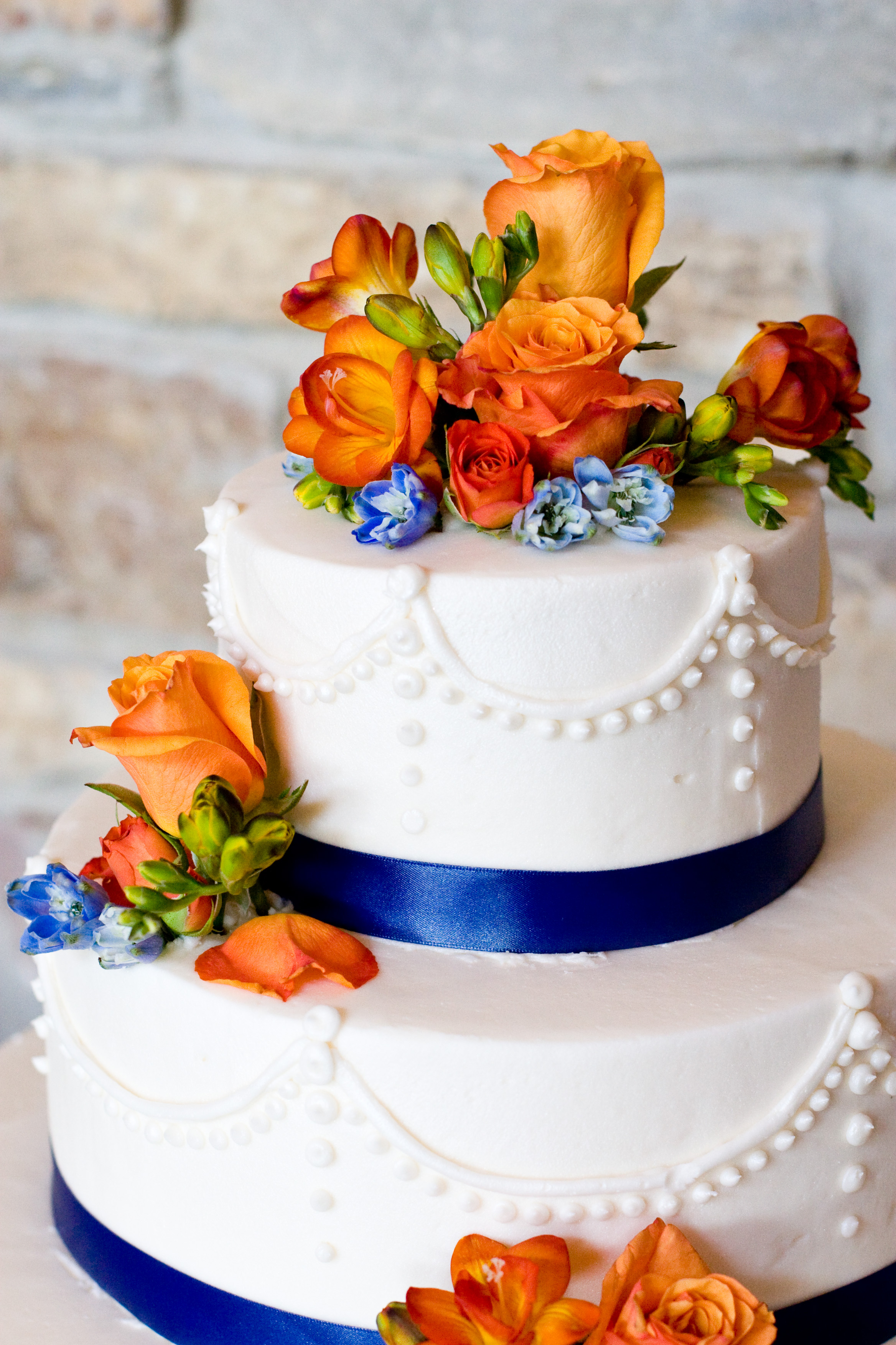 Modern wedding cakes for the holiday: Buttercream wedding cakes mn